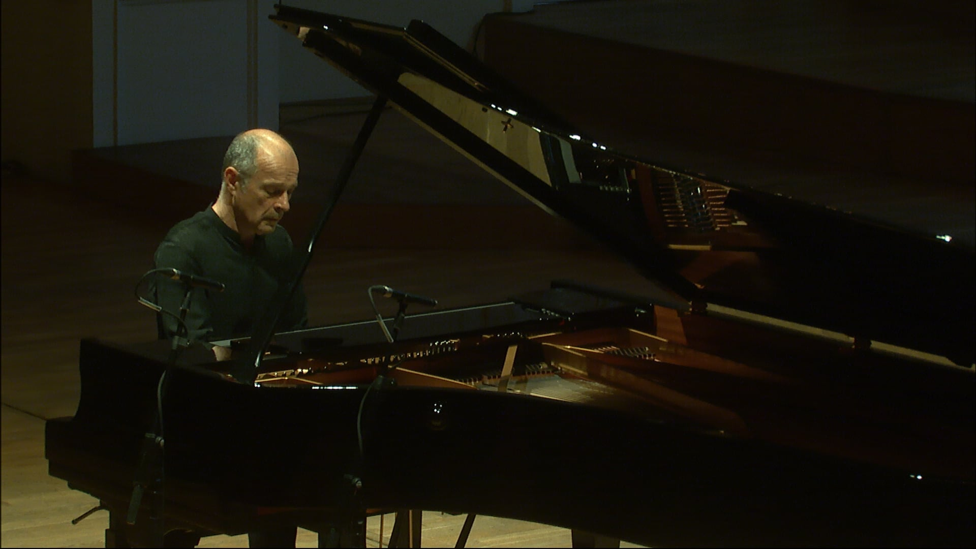 Koncert bez publika VII / Miki Skuta
